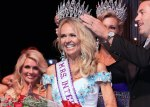 Sarah Bazey being crowned Mrs. International